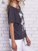 Czarny t-shirt z palmowym nadrukiem                                  zdj.                                  3