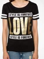 Czarny t-shirt ze złotym napisem LOVE                                  zdj.                                  7