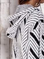 Czarny włochaty sweter z kapturem                                  zdj.                                  9
