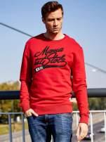 Czerwona bluza męska z tekstowymi naszywkami                                                                          zdj.                                                                         7