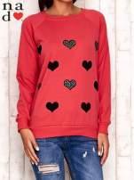 Czerwona bluza z serduszkami