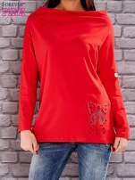 Czerwona bluzka z koralikową aplikacją                                  zdj.                                  1