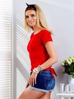 Czerwony t-shirt z wiązanym tyłem                                  zdj.                                  3