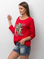 Czerwona bluzka z zwierzęcym nadrukiem i perełkami                                  zdj.                                  3