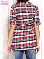 Czerwona koszula w białą kratę z podwijanymi rękawami                                  zdj.                                  4