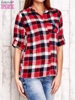 Czerwona koszula w kratkę z podwijanymi rękawami                                  zdj.                                  3