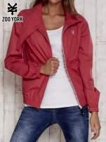Czerwona kurtka ze stójką i ściągaczem na dole