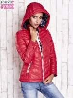 Czerwona pikowana kurtka z wykończeniem w groszki                                  zdj.                                  5