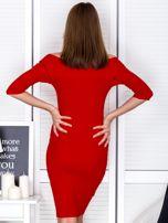 Czerwona prążkowana sukienka odsłaniająca ramiona                                  zdj.                                  2