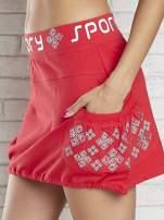 Czerwona spódnica dresowa z nadrukami i troczkiem na dole                                  zdj.                                  7