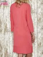 Czerwona sukienka dresowa z sercem z dżetów                                                                          zdj.                                                                         3