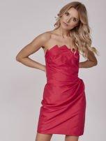 Czerwona sukienka koktajlowa z marszczeniami                                   zdj.                                  1