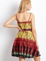 Czerwona sukienka na ramiączka w stylu etno
