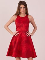 Czerwona sukienka w atłasowy kwiatowy wzór                                  zdj.                                  1