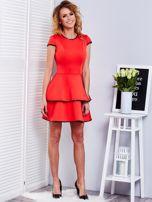 Czerwona sukienka z błyszczącym wykończeniem                                  zdj.                                  4
