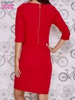 Czerwona sukienka z dekoltem w łódkę                                  zdj.                                  4