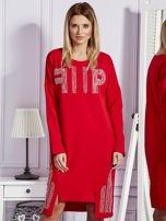 Czerwona sukienka z perełkami i dżetami                                  zdj.                                  1