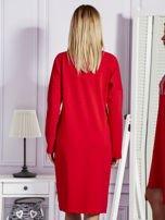 Czerwona sukienka z perełkami i dżetami                                  zdj.                                  2