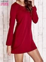 Czerwona sukienka ze sznurowanym dekoltem lace up                                  zdj.                                  3