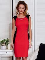 Czerwona sukienka ze złotym łańcuszkiem                                   zdj.                                  1