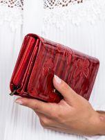Czerwony cieniowany lakierowany portfel w motyle                                  zdj.                                  2