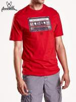 Czerwony t-shirt męski z nadrukiem kasety