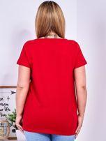 Czerwony t-shirt z błyszczącą gwiazdą PLUS SIZE                                  zdj.                                  2