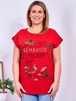 Czerwony t-shirt z napisem i motywem roślinnym PLUS SIZE                                  zdj.                                  1