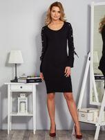 Dopasowana sukienka z rękawami lace up czarna                                  zdj.                                  4