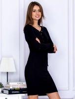 Dopasowana sukienka z wiązanym dekoltem czarna                                  zdj.                                  3