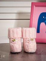 Dziergane buciki dziewczęce z kwiatuszkami jasnoróżowe                                  zdj.                                  1