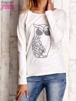 Ecru bluzka z aplikacją w kształcie sowy                                  zdj.                                  1