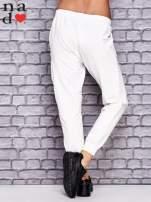 Ecru spodnie dresowe z zasuwaną kieszonką                                  zdj.                                  2