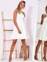 Ecru sukienka z ażurowym wykończeniem                                  zdj.                                  4