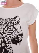Ecru t-shirt z nadrukiem leoparda