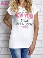 Ecru t-shirt z napisem FASHION DISTRICT z dżetami                                  zdj.                                  1