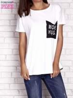 Ecru t-shirt z napisem MORE HUGS                                  zdj.                                  1