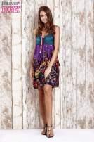 Fioletowa kwiatowa sukienka z kolorowymi troczkami                                  zdj.                                  4