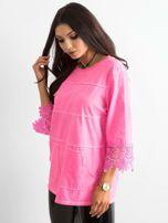 Fluo różowa bluzka z koronką i kieszeniami                                  zdj.                                  3