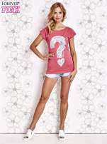 Fuksjowy t-shirt z nadrukiem znaku zapytania                                  zdj.                                  4