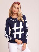 Granatowa bawełniana bluza z nadrukiem hashtaga                                  zdj.                                  5