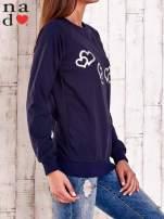 Granatowa bluza z motywem serduszek                                  zdj.                                  3