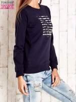 Granatowa bluza z tekstowym nadrukiem                                                                          zdj.                                                                         3