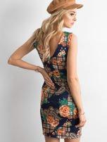 Granatowa dopasowana sukienka z motywem kwiatki                                  zdj.                                  2