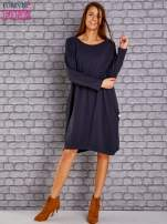 Granatowa dresowa sukienka oversize z kieszeniami                                  zdj.                                  2
