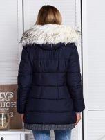 Granatowa kurtka zimowa ze swetrowym wykończeniem                                  zdj.                                  3
