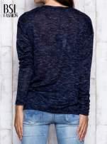Granatowa melanżowa bluzka z kieszonką z przodu                                  zdj.                                  5