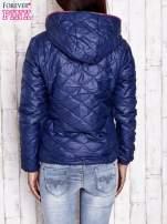 Granatowa pikowana kurtka z futrzanym ociepleniem                                   zdj.                                  2