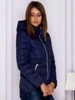 Granatowa pikowana kurtka z kapturem                                  zdj.                                  3