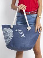 Granatowa pleciona torba z nadrukiem                                  zdj.                                  1